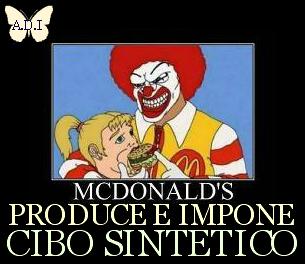 In piazza CONTRO McDonald's a GROSSETO (1/2)